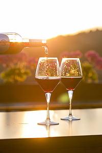 kaks, veini, prillid, täidetud, punane, vedelik, klaas