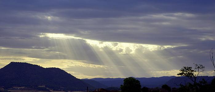 Sonnenstrahlen, Himmel, Wolken, Sonnenstrahl, meteorologisches Phänomen, Sonnenuntergang, Strahl des Lichtes