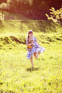 człowieka, dziecko, Dziewczyna, Uruchom, sukienka, Teddy, Miś