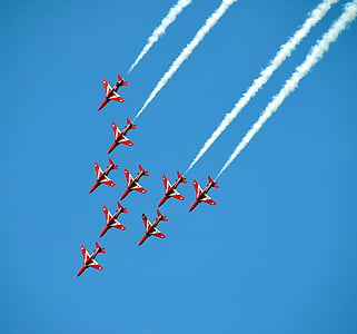 Airshow, harcos jets, műrepülő, harcos, légi közlekedés, piros nyilak, repülő