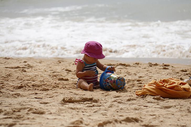 dítě hrající, pláž, plechovka, písek, děti, přehrávání, hrát