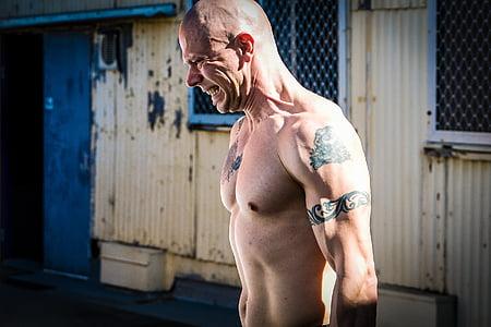 lauksaimnieks pastaigas, hardcore apmācības, trenažieru zāle, fitnesa, CrossFit, Taco Flēra, sāpes