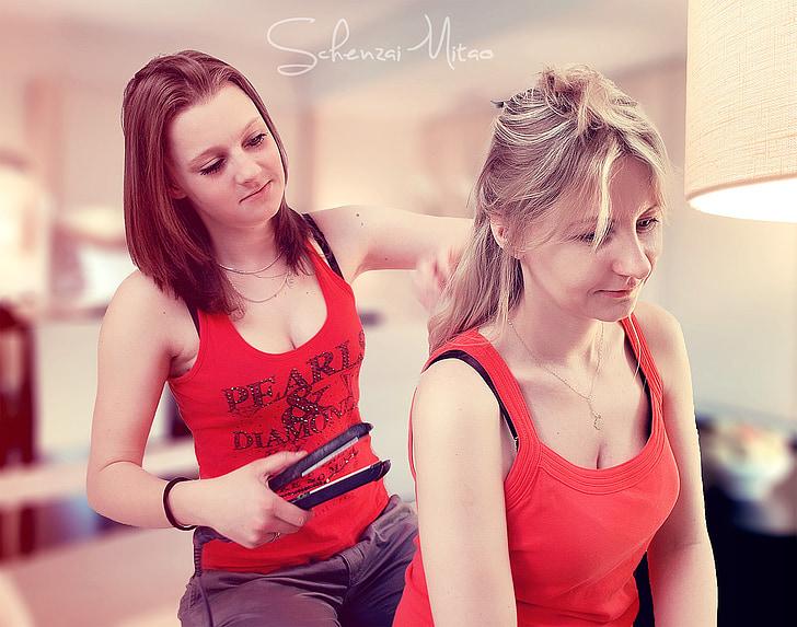 dos chicas, hija, materia, cuidado del cabello, pelo alisado, pelo straightner, Blondie