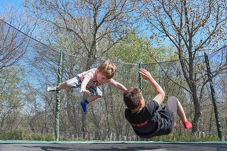 아이 들, 재생, 재미, 야외, 점프, 재생 하는 아이, 행복