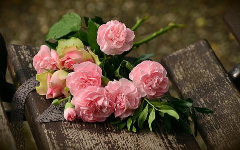 puokštė, gvazdikėliai, rožės, Romantiškas, gimtadienio puokštės, skintos gėlės, gimtadienis