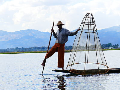 single-leg-rowers, fischer, rowing, bamboo basket, fish, inlesee, burma