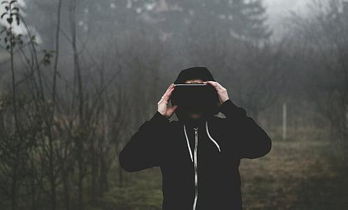 realitat virtual, VR mira amb admiració, masculí, fosc, noi, a l'exterior, Samsung