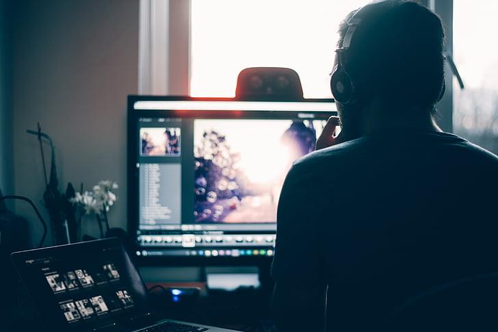 ľudia, muž, laptop, Mac, editácia, príspevok spracovaný, Monitor