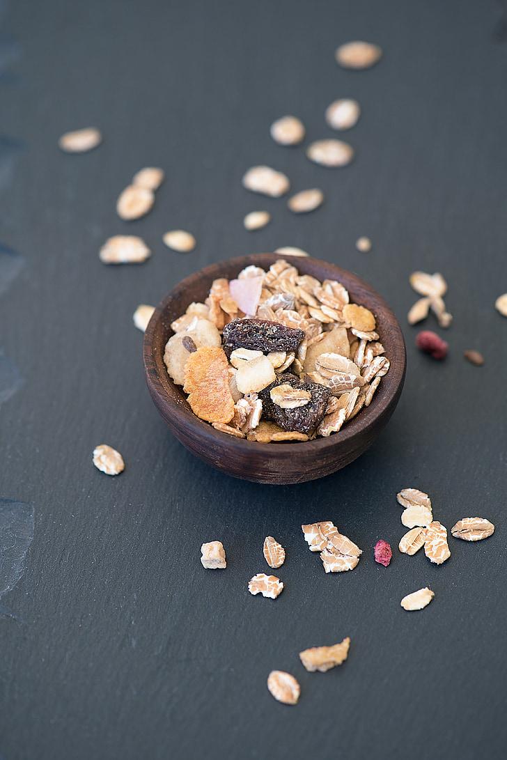 musli, cereals, cereal per esmorzar, bols, recipient de fusta, alimentació-fotografia, vegà
