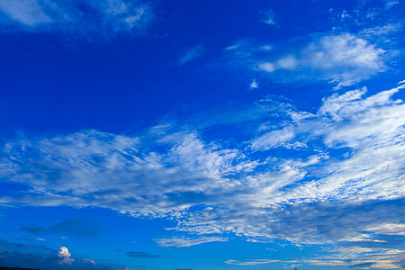 the sky is blue, sky, the sky, cloud, light rain, bright, clear sky