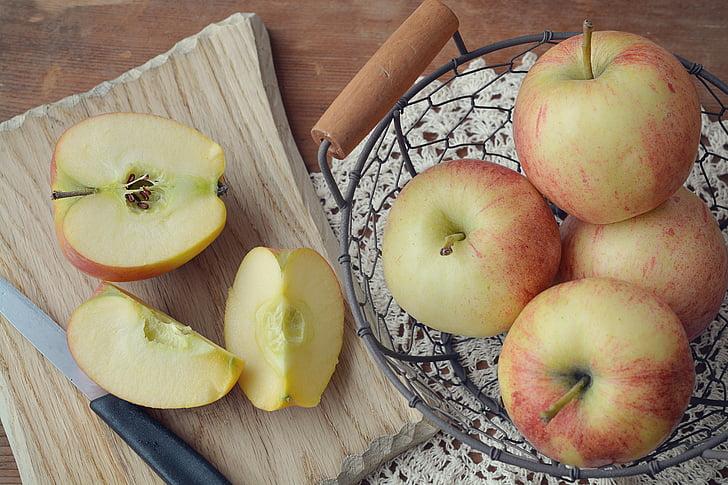 obuolių, Bio obuolių, vaisių krepšelis, krepšys, medinės lentos, pjaustymo lenta, sumažinti