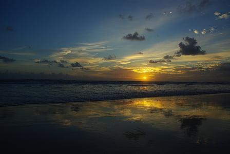 Sunrise beach, ráno, Rainbow beach, pláž, krajina, oceán, obloha