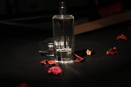 Stilleven, fotografie, glas, donker, roos bloemblad, parfum