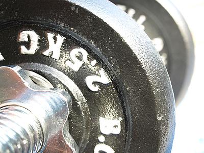 hanteles, svaru plātnes, stiprums apmācībā, fitnesa, aizveriet, muskuļu mācību, fitnesa studija