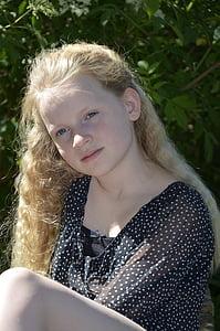 Děvče, blond vlasy, úsměv, dítě, dlouhé vlasy, obličej, portrét