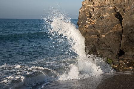 στη θάλασσα, κύμα, κυματοθραύστη, βράχια, αφρώδες υλικό, νερό, παραλία