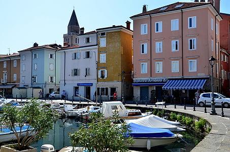 Italija, Muggia, luka, šetalište