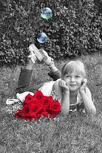 Tüdruk, väike tüdruk, unes, roosid, punane, must ja valge, punased roosid