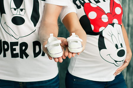 l'embaràs, calcetes del nadó, Mickey mauz, família, l'amor, nens, parella