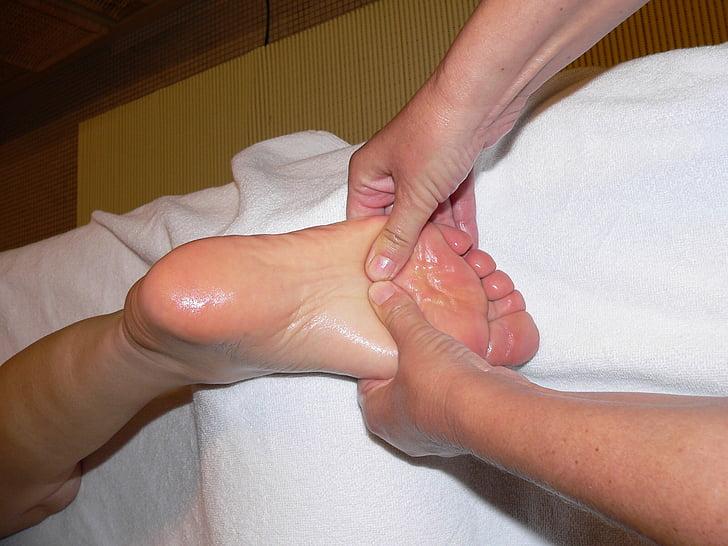 pied, massage, réflexologie des pieds, massage de la zone réflexe, massant, soin de beauté, soins de santé et de la médecine
