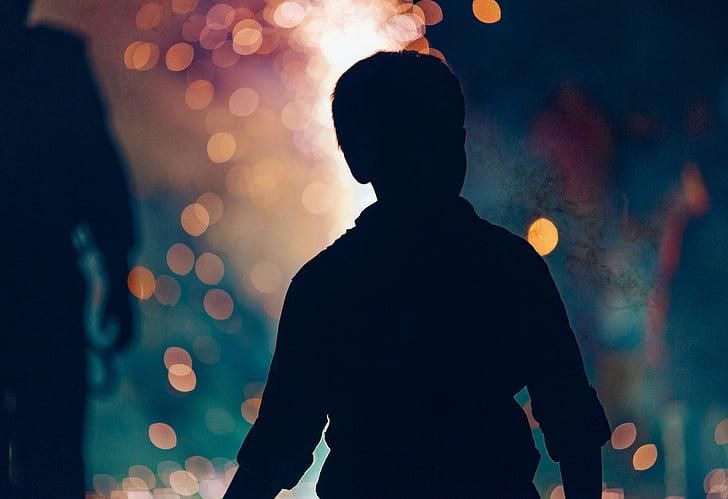 Dreng, silhuet, familie sjov, barn, nat, fyrværkeri, bål