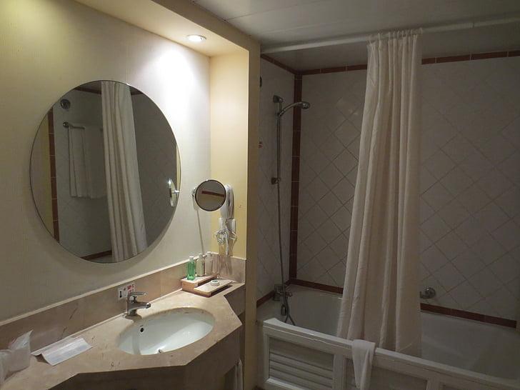 casa de banho, espelho, espelho do banheiro com as luzes, interior, banho, chuveiro, telha