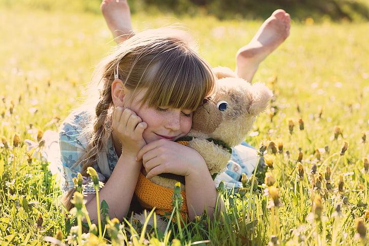 mergaitė, meškiukas, prisiglausti, mielas, vaikams, Jauni, džiaugsmas