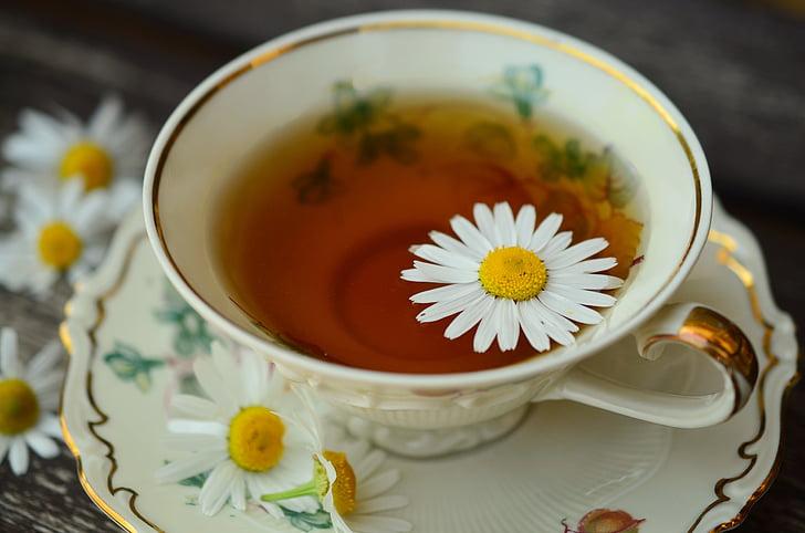 Kamilica, kamilični čaj, pokal, zlato rob, pijača, zdravo, zdravilna zelišča
