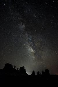 Arc de Marès, les finestres, Roca, nit, paisatge, silueta, cel