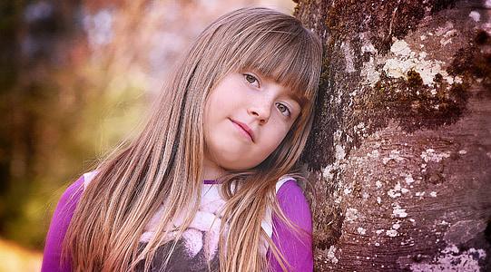 lidské, dítě, Děvče, obličej, Blondýna, dlouhé vlasy, strom