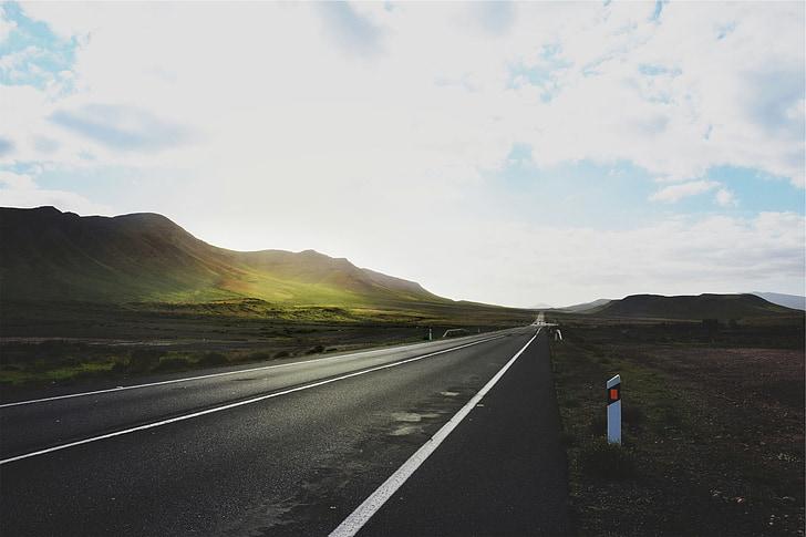kelių, užmiestyje, Betoninio grindinio plokštės, kalnai, kalvos, žolės, kaimo