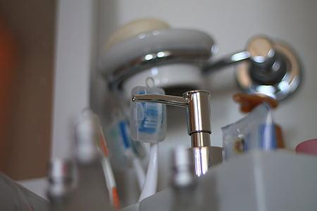 hygiène, hygiène buccale, nettoyage, hygiène personnelle, brosse à dents, salle de bain, lavabo