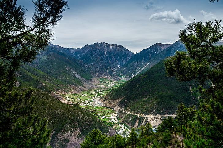 plateau, village, Mont enneigé