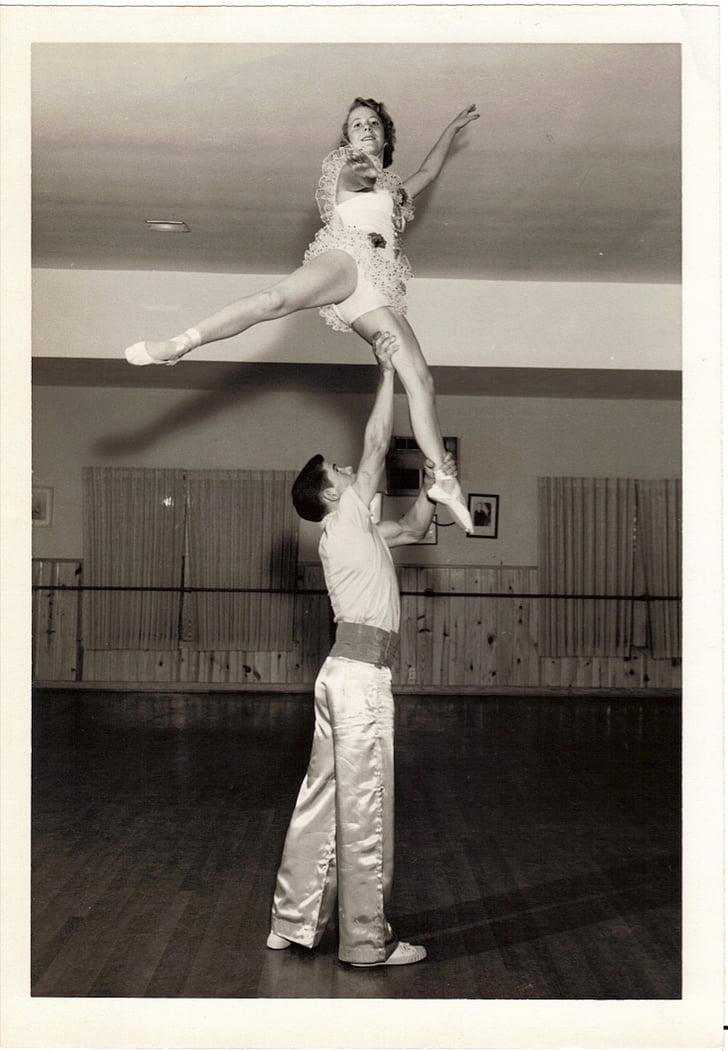 Vintage, akrobatika, egykerekű biciklik, tánc, jelmezek, Stúdió, Adagio, végre
