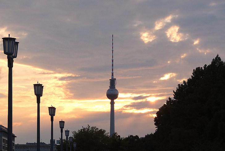 Телевежа, Берлін, вечір, небо, хмари, НД, ліхтар