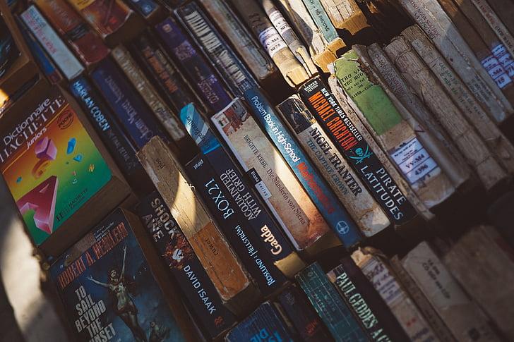 Bücher, wissen, Romane