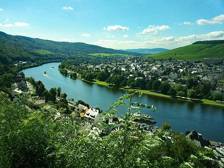 Bernkastel, Kues, Moseli jõgi, Saksimaa, Saksamaa, veini, viinamarjaistanduste