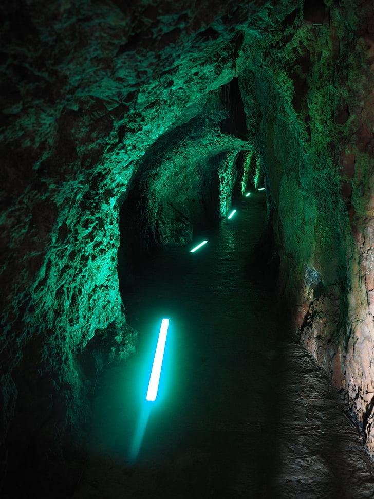 tunelové propojení, průchod, skalní tunel, SA calobra, chůze, osvětlení, osvětlené