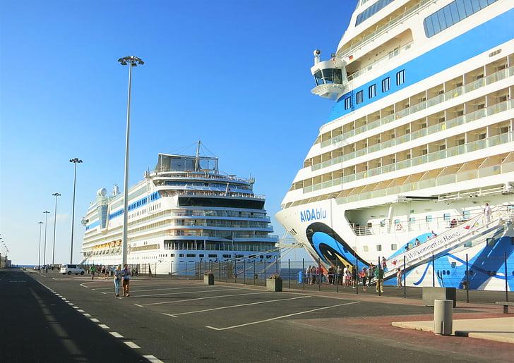 Twin fartyg, Aida, kryssning