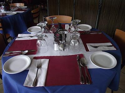 taula de restaurant, taula de menjador, configuració de taula, taula, tovalló, coberteria, placa