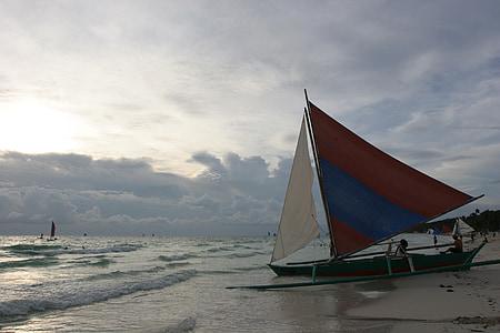 Borakajaus paplūdimio, paplūdimys, jūra, Saulėlydis, pustyti yra vienintelė valtis, Filipinų Respublika, sala