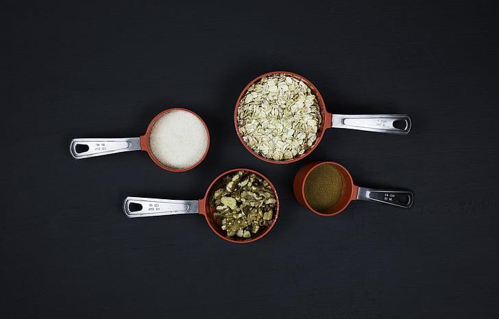 keuken, keuken gereedschap, keuken gebruiksvoorwerp, havermout, pecannoten, rood, zout