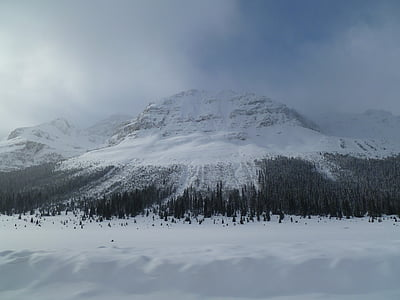 muntanya Nevada, misteriosa muntanya, muntanya que s'acosta, muntanya hivern, muntanya de Canadà, muntanya canadenc, muntanya boirós