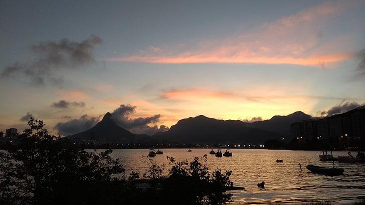 Cloud, vrstvy slnka, jazero