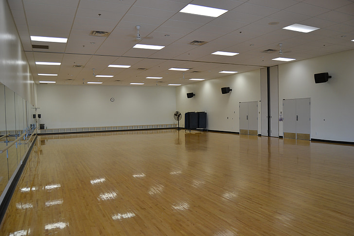 trenažieru zāle, sporta zāle, studija, deju studija, iekštelpās, grīdas segumi, tukšs