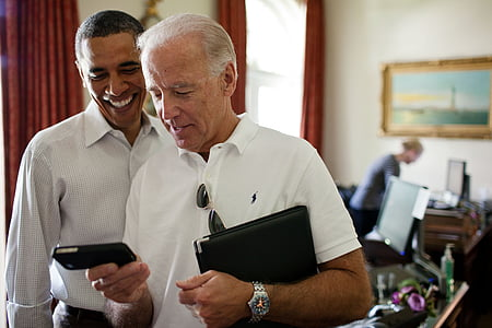 barack obama, iphone, smile, relaxed, technology, business, computer