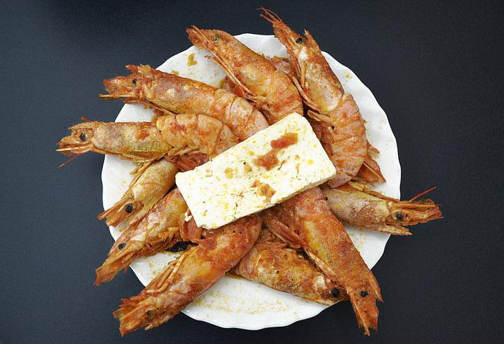 gambes i formatge feta, menjar grec, fotografia d'aliments, marisc, sopar, cuina, plat