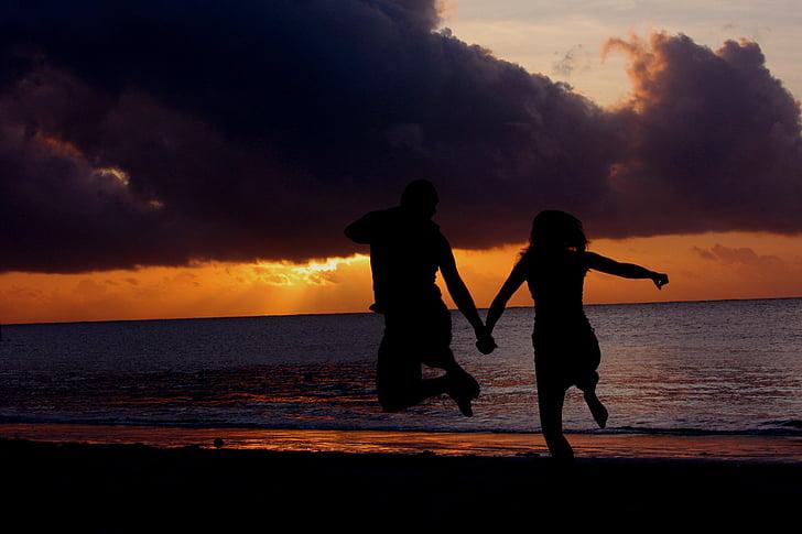 posta de sol, salt, platja, al costat del mar, vacances, parella, romàntic