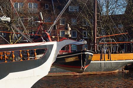 kapal, Port, sekoci