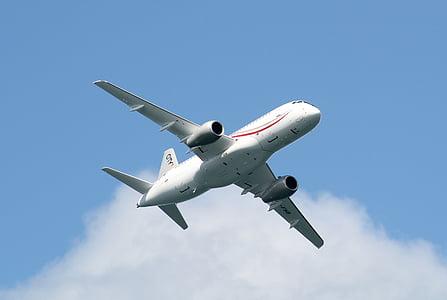 lícules, superjet ssj100, l'avió, pas baix, l'aviació